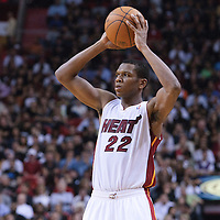 17 November 2010: Miami Heat's small forward #22 James Jones looks for a teammate during the Miami Heat 123-96 victory over the Phoenix Suns at the AmericanAirlines Arena, Miami, Florida, USA.