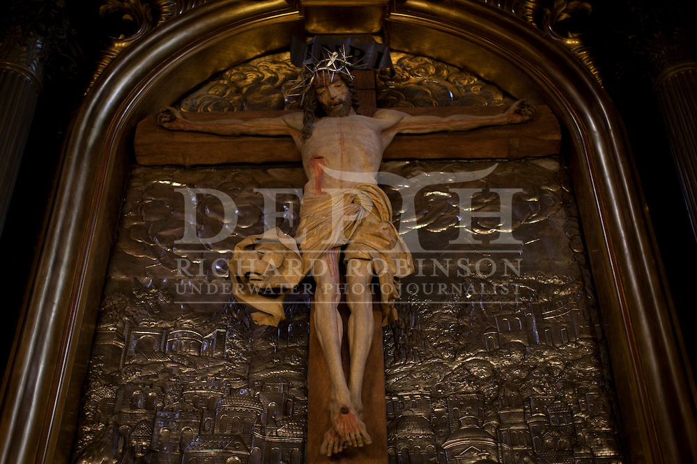 Jesus crucified in the  Mariacki Church in the  Rynek Glowny (Main Square) of Old Town, Krakow, Poland..Tuesday 04 May 2010.Photograph Richard Robinson © 2010.