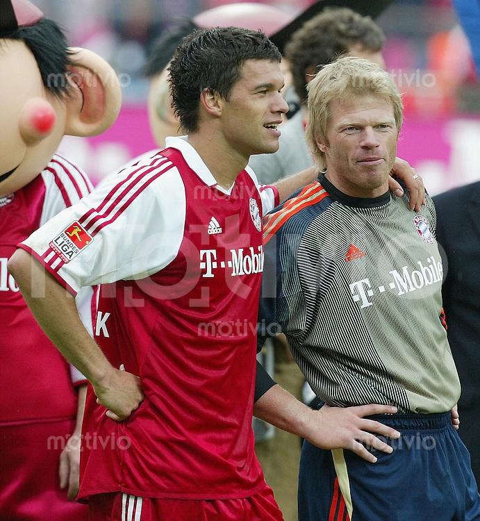 FUSSBALL 1. Bundesliga Saison 2002/2003  33. Spieltag FC Bayern Muenchen 2-1 VfB Stuttgart Michael Ballack (li) und Oliver Kahn