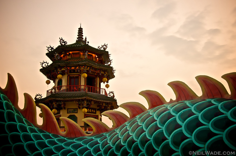 Sunset over a dragon's back at the Spring and Autumn Pavilions in Kaohsiung, Taiwan.
