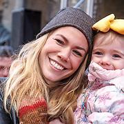 NLD/Amsterdam/20160117 - Premiere Woezel & Pip Op zoek naar de Sloddervos !, Nicolette Kluijver en dochter Isabelle