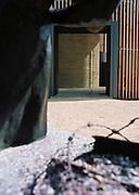 BERLIN - BERLIN WALL MEMORIAL - Chapel of Reconciliation;Bernauer Strasse - Neubau der Kapelle der Versoehnung auf dem ehemaligen Mauerstreifen. Die Versoehnungskirche wurde 1985 von DDR-Grenztruppen  gesprengt; Architekten: Sassenroth + Reitermann, Berlin,Stampflehmbau: Martin Rauch, Bauherr: Evangelische Versöhnungsgemeinde.Hier: Aussenansicht; 12.07.2001 ©  christian  JUNGEBLODT.