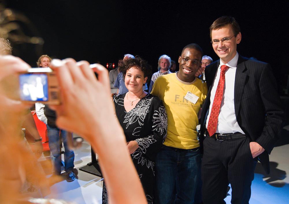 Nederland. Hilversum, 6 juni 2007.<br /> Minister Andre Rouvoet van Jeugd en Gezin tijdens de Kindertop , mediapark. Met een gast en staatssecretaris Sharon Dijksma op de foto.<br /> Foto Martijn Beekman <br /> NIET VOOR TROUW, AD, TELEGRAAF, NRC EN HET PAROOL