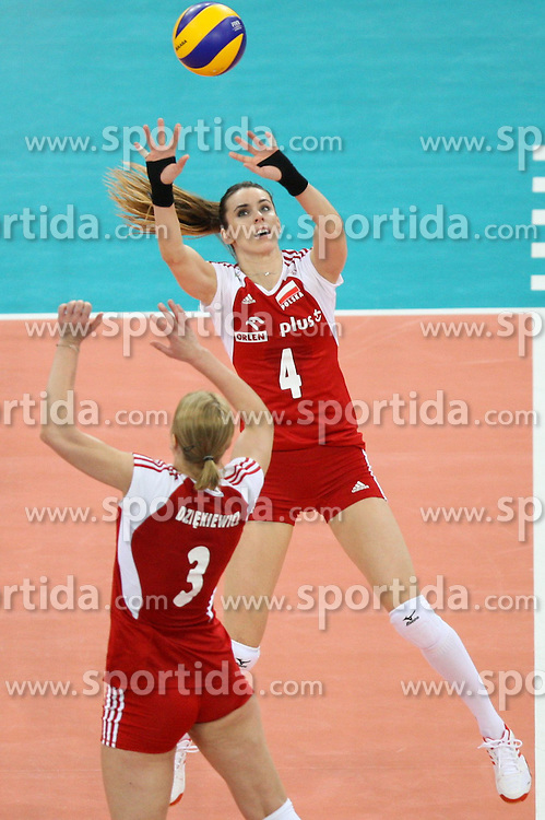 04.01.2014, Atlas Arena, Lotz, POL, FIVB, Damen WM Qualifikation, Polen vs Spanien, im Bild Izabela BELCIK (POL), Eleonora DZIEKIEWICZ (POL) // Izabela BELCIK (POL), Eleonora DZIEKIEWICZ (POL) during the ladies FIVB World Championship qualifying match between Poland and Spain at the Atlas Arena in Lotz, Poland on 2014/01/04. EXPA Pictures &copy; 2014, PhotoCredit: EXPA/ Newspix/ Tomasz Jastrzebowski<br /> <br /> *****ATTENTION - for AUT, SLO, CRO, SRB, BIH, MAZ, TUR, SUI, SWE only*****