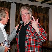 NLD/Haarzuilens /20130415 - Uitreiking verzamelbox Kunt u me de weg naar Hamelen vertellen, meneer?, Hans van Willigenburg in gesprek met de tekstschrijver Harrie Geelen