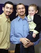 n/z.: bramkarz Jerzy Dudek (C) , jego brat Dariusz (L) i jego syn Aleksander (R) w Liverpoolu , sezon 2001/2002 , pilka nozna , Anglia , Liverpool , 09-12-2001 , fot.: Adam Nurkiewicz / mediasport....goalkeeper Jerzy Dudek (C) , his brother Dariusz (L) and his son Aleksander (R) in Liverpool. December 09, 2001 ; season 2001/2002 , football , England , Liverpool ( Photo by Adam Nurkiewicz / mediasport )