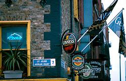 IRELAND DUBLIN MAR00 - Guinness Signs dominate the pub scene in Dublin. .. jre/Photo by Jiri Rezac. . © Jiri Rezac 2000. . Tel:   +44 (0) 7050 110 417. Email: info@jirirezac.com. Web:   www.jirirezac.com
