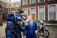 DEN HAAG - Sybrand Buma (CDA)  bij aankomst op het Binnenhof voor onderhandelingen met informateur Gerrit Zalm.  copyright robin utrecht