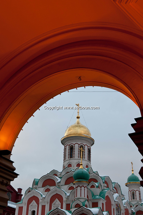 the kazan chrch view from the Goum Moskow Russia /// eglise de kaezan vue depuis le Goum  Moscou Russie