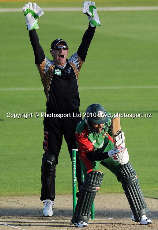 Brendon McCullum appeals successfully for a LBW decision on Mushfiqur Rahim.<br />Cricket, KFC Twenty20 Match.<br />New Zealand Black Caps versus Bangladesh.<br />Seddon Park, Hamilton, New Zealand.<br />Tuesday 3 February 2010.<br />Photo: Andrew Cornaga/PHOTOSPORT