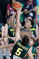 11.09.2014, City Arena, Barcelona, ESP, FIBA WM, USA vs Litauen, Halbfinale, im Bild USA's Derrick Rose (r) and Lithuania's Adas Juskevicius // during FIBA Basketball World Cup Spain 2014 semi-final match between United States and Lithuania at the City Arena in Barcelona, Spain on 2014/09/11. EXPA Pictures © 2014, PhotoCredit: EXPA/ Alterphotos/ Acero<br /> <br /> *****ATTENTION - OUT of ESP, SUI*****