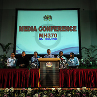 Malaysian Defense Minister and acting Transport Minister Hishammuddin Hussein (3-R) during a media conference in Kuala Lumpur, Malaysia 05 April 2014. The international search for the missing Malaysian Airlines flight MH370 moved underwater on  04 April, the search coordinator announced.