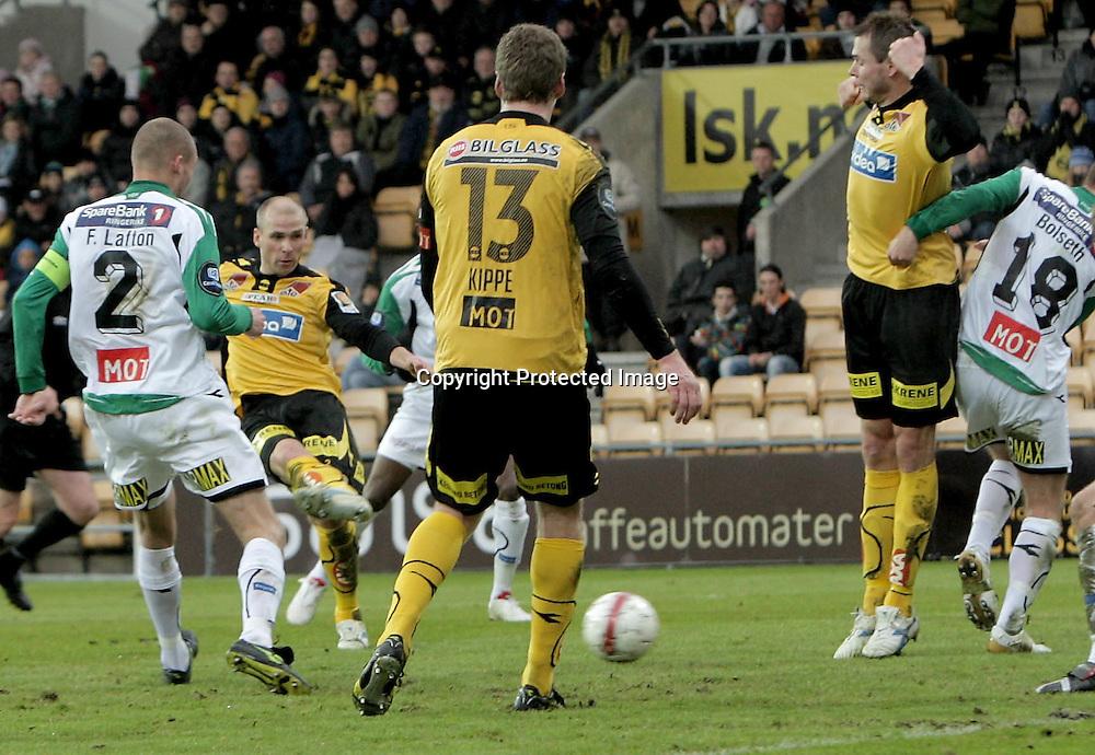 LILLESTRØM..20100328: Lillestrøm- Hønefoss 6-0. .3-0. Steinar Pedersen scorer..Foto: Daniel Sannum Lauten