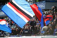 Fotball , Eliteserien 2018 , <br /> 06.10.2018 , 20181006<br /> Stabæk - Vålerenga<br /> Bortefansen med flagg<br /> Foto: Sjur Stølen / Digitalsport
