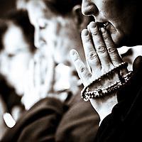 Buddhism. Nuns lock up themselves (B&N)