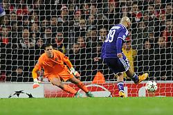 Anderlecht's Anthony Vanden Borre scores a goal penalty - Photo mandatory by-line: Dougie Allward/JMP - Mobile: 07966 386802 - 04/11/2014 - SPORT - Football - London - Emirates Stadium - Arsenal v RSC Anderlecht - Champions League - Group D