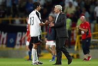 Fotball<br /> Euro 2004<br /> Portugal<br /> 23. juni 2004<br /> Foto: Dppi/Digitalsport<br /> NORWAY ONLY<br /> Tyskland v Tsjekkia<br /> DISAPPOINTMENT MICHAEL BALLACK (GER)) / RUDI VOLLER (GERMAN COACH)) AFTER THE GERMAN'S ELIMINATION