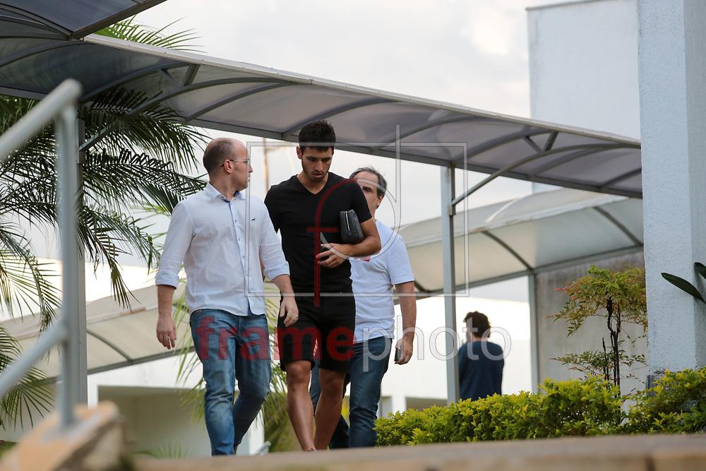 Sanchez Miño e Daniel Scurro, diretor de futebol conversam na Toca da Raposa, em Belo Horizonte, durante a reapresentação da equipe do Cruzeiro nesta quarta-feira. Foto: Erwin Oliveira/FramePhoto