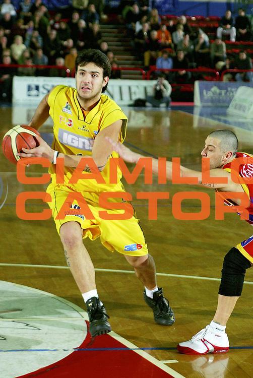DESCRIZIONE : Montecatini Lega A2 2005-06 Agricola Gloria RB Montecatini Terme Ignis Basket Castelletto Ticino<br /> GIOCATORE : Sacchetti<br /> SQUADRA : Ignis Basket Castelletto Ticino<br /> EVENTO : Campionato Lega A2 2005-2006<br /> GARA : Agricola Gloria RB Montecatini Terme Ignis Basket Castelletto Ticino<br /> DATA : 29/01/2006<br /> CATEGORIA : Penetrazione<br /> SPORT : Pallacanestro<br /> AUTORE : Agenzia Ciamillo-Castoria/Stefano D'Errico
