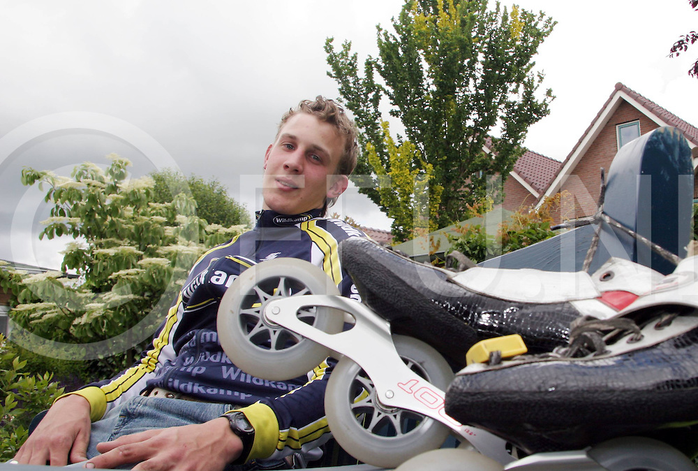 060530, gramsbergen, ned<br /> Gary Hekman die dit seizoen als jongste bij de a-rijders deelneemt aan het nk skeeleren,<br /> fotografiefrankuijlenbroek&copy;2006jaspervanderzwan