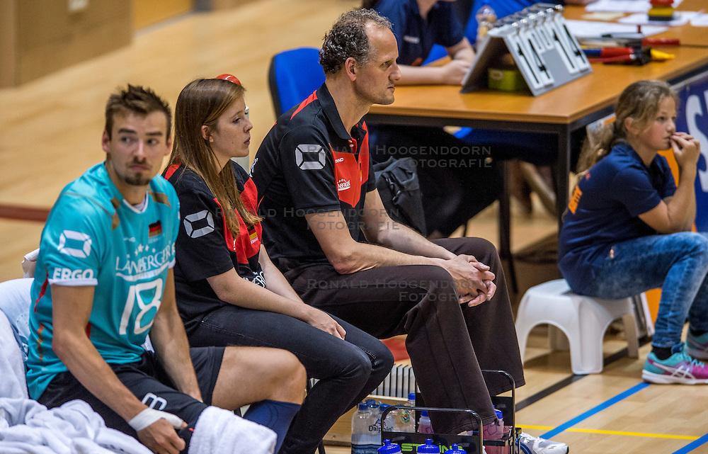 04-06-2016 NED: Nederland - Duitsland, Doetinchem<br /> Nederland speelt de tweede oefenwedstrijd in Doetinchem en verslaat Duitsland opnieuw met 3-1 / Ass. Coach Redbad Strikwerda