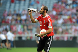 01.08.2013, Allianz Arena, Muenchen, Audi Cup 2013, FC Bayern Muenchen vs Manchester City, im Bild, Torwart Tom STARKE (FC Bayern Muenchen) mit Papierflieger, Einzelbild, angeschnitten, angeschnittenes einzelmotiv, halbfigur, halbe Figur, quer, querformat, horizontal, landscape, Aktion, kurios // during the Audi Cup 2013 match between FC Bayern Muenchen and Manchester City at the Allianz Arena, Munich, Germany on 2013/08/01. EXPA Pictures © 2013, PhotoCredit: EXPA/ Eibner/ Wolfgang Stuetzle<br /> <br /> ***** ATTENTION - OUT OF GER *****