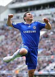 FRANK LAMPARD CELEBRATES GOAL.NEWCASTLE V CHELSEA.NEWCASTLE V CHELSEA.ST JAMES PARK, NEWCASTLE, ENGLAND.04 April 2009.DIX94508..  .WARNING! This Photograph May Only Be Used For Newspaper And/Or Magazine Editorial Purposes..May Not Be Used For, Internet/Online Usage Nor For Publications Involving 1 player, 1 Club Or 1 Competition,.Without Written Authorisation From Football DataCo Ltd..For Any Queries, Please Contact Football DataCo Ltd on +44 (0) 207 864 9121