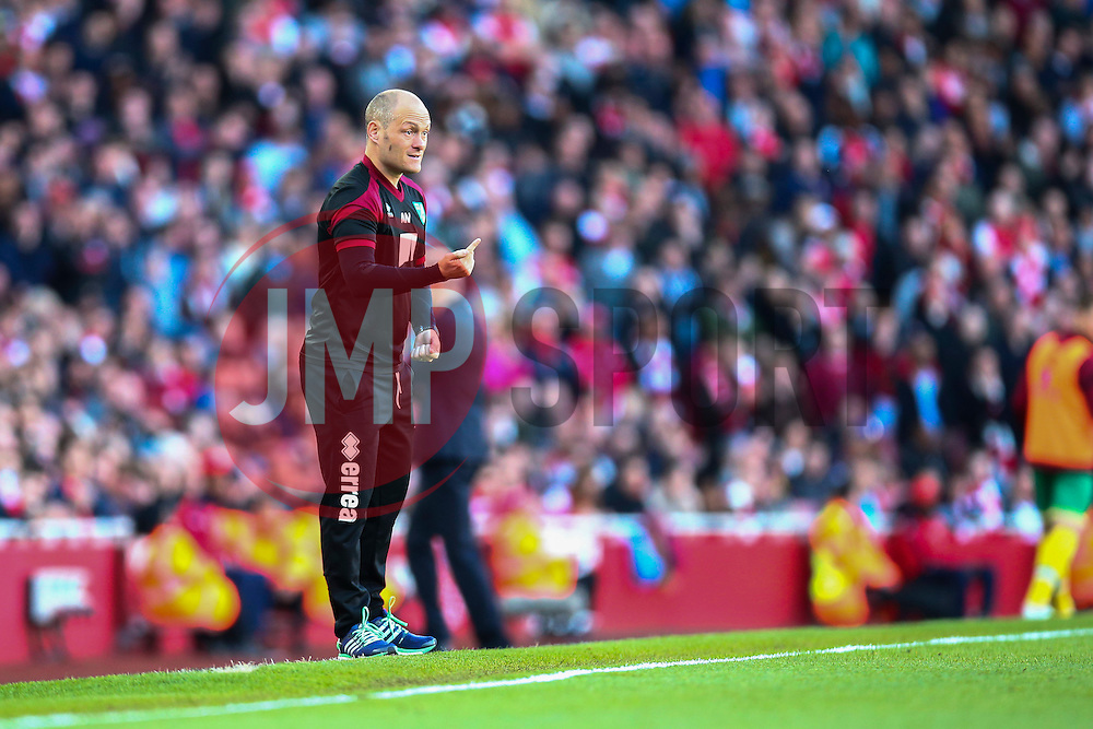 Norwich City Manager Alex Neil gives orders from the side line - Mandatory byline: Jason Brown/JMP - 07966386802 - 30/04/2016 - FOOTBALL - Emirates Stadium - London, England - Arsenal v Norwich City - Barclays Premier League