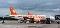 THEMENBILD - ein Flugzeug mit der Kennung G-EZFU, der Fluglinie EasyJet wird am Flughafen Edinburgh beladen, Schottland, aufgenommen am 16.06.2015 // an aircraft with the registration G-EZFU of the airline EasyJet being loaded at Edinburgh Airport, Scotland on 2015/06/16. EXPA Pictures © 2015, PhotoCredit: EXPA/ JFK