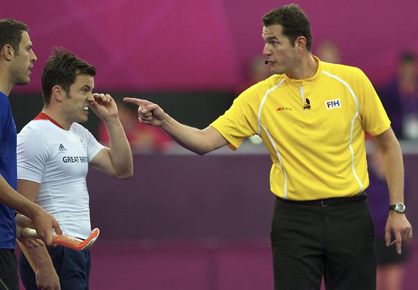 LONDON - Olympische Spelen 2012.men match.Great Britain v Argentina.foto: Umpire Christia Blasch...FFU PRESS AGENCY COPYRIGHT FRANK UIJLENBROEK.