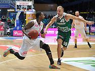 Wroclaw 19/10/2014<br /> Tauron Basket Liga<br /> Sezon 2014/2015<br /> Mecz WKS Slask Wroclaw v Stelmet Zielona Gora<br /> Na zdj. Roderick Trice /Slask/ i Lukasz Koszarek /Stelmet/<br /> Fot. Piotr Hawalej