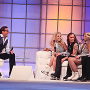 NLD/Hilversum/20110311 - Sterren Dansen op het IJs show 7, Vivian Reijs, Nick Keagan, Monique Smit en Joel Geleynse op de bank bij Gerard Joling