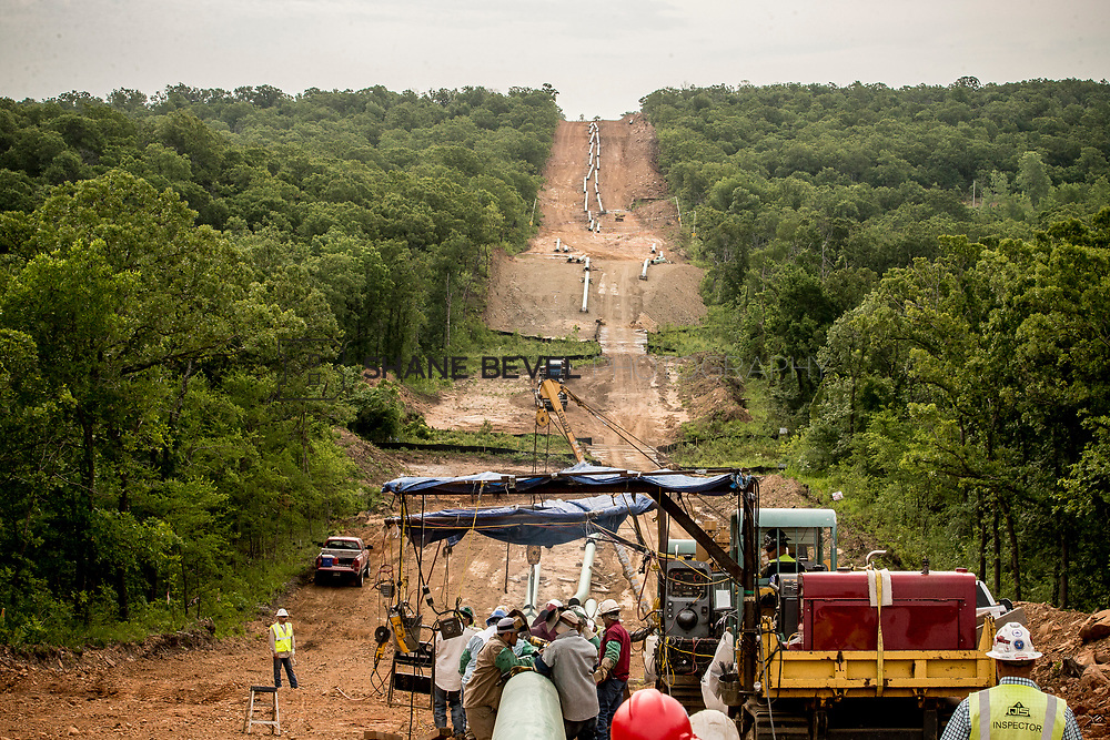 6/1/17 8:53:59 AM -- Sen. James Inhofe visits the Diamond Pipeline sight with representatives from Plains All American Pipeline, Valero and Pumpco Pipeline Construction near Hectorville, Okla.<br /> <br /> Photo by Shane Bevel