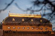 Das Prager Nationaltheater im Abendlicht.