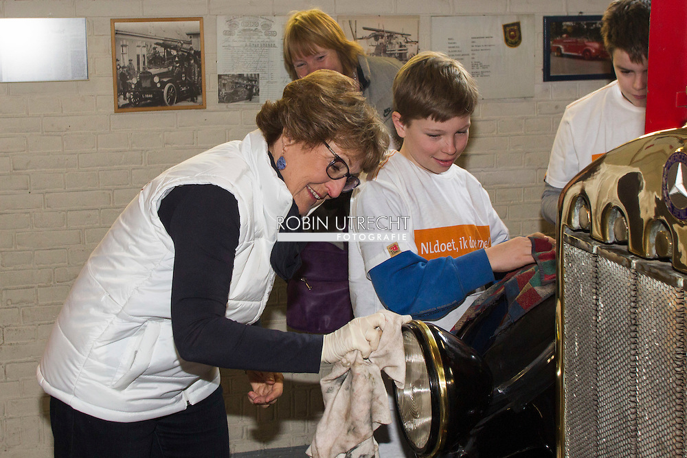 2016/11/03 Borculo Prinses Margriet vrijwilligerswerk NLDoet bij het vuur en stormram museum inn Borculo.<br /> Het museum is een van de drie musea in Nederland om aandacht te besteden aan de geschiedenis van de brandweer in Nederland. Het museum is een initiatief van de vrijwillige brandweer in Borculo.<br /> NL Doet is een National Volunteer dag georganiseerd door het Oranje Fonds. copyright robin utrecht  11-03-2016 Borculo Princess Margriet voluntering for NLDoet at the fire and stormrampmuseum in Borculo.<br /> The museum is one of three museums in the Netherlands to pay attention to the history of the fire department in the Netherlands. The museum is an initiative of the volunteer fire department in Borculo.<br /> NL Doet is a National Volunteer day organized by the Oranje Fonds. COPYRIGHT ROBIN UTRECHT