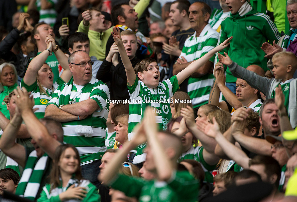 Football, International Champions Cup, Parkhead Stadium, Glasgow. Celtic v Leicester City. Leicester win 6-5 on penalties<br /> Pic shows: Jubilant Celtic fans celebrate the equaliser.
