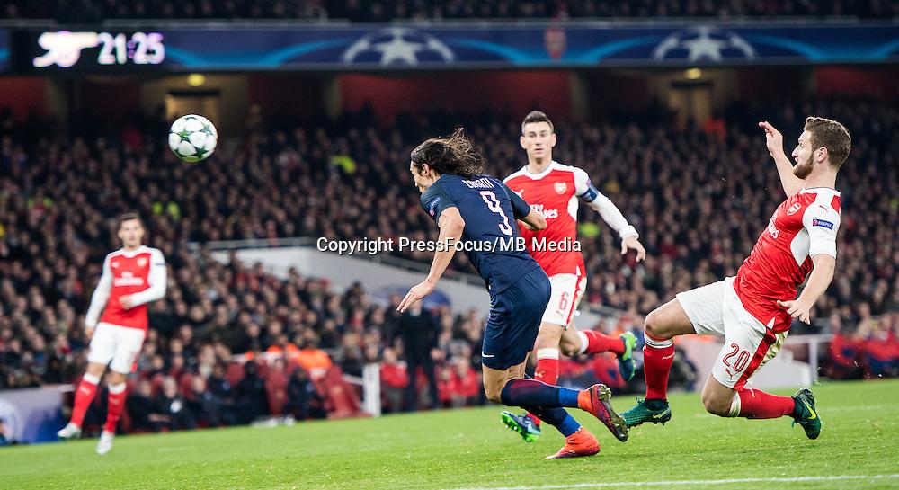 2016.11.23.London<br /> Pilka Nozna Liga Mistrzow sezon 2016/2017<br /> Arsenal vs Paris Saint-Germain<br /> n/z Edinson Cavani Shkodran Mustafi<br /> foto Sebastain Frej / PressFocus <br /> <br /> 2016.11.23.London<br /> Football UEFA Champions League <br /> season 2017/2017<br /> Arsenal vs Paris Saint-Germain<br /> n/z Edinson Cavani Shkodran Mustafi<br /> foto Sebastain Frej / PressFocus