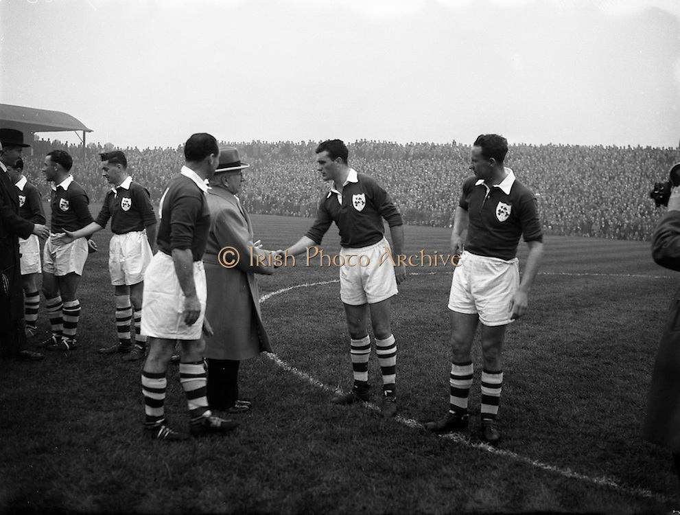 27/11/1955<br /> 11/27/1955<br /> 27 November 1955<br /> Soccer,football Spain v Ireland International at Dalymount Park, Dublin. Captain introducing the irish players.