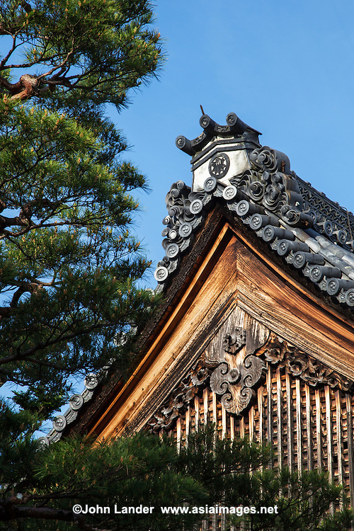 "Shunkoin Temple or Temple of the Ray of Spring  is a subtemple in the Myoshinji temple complex  in Kyoto. The temple was established in 1590 by feudal lord Yoshiharu Horio.  Today Shunkoin is the most popular ""temple stay"" temples or shukubo in Japan, hosting visitors from around the world in Kyoto."