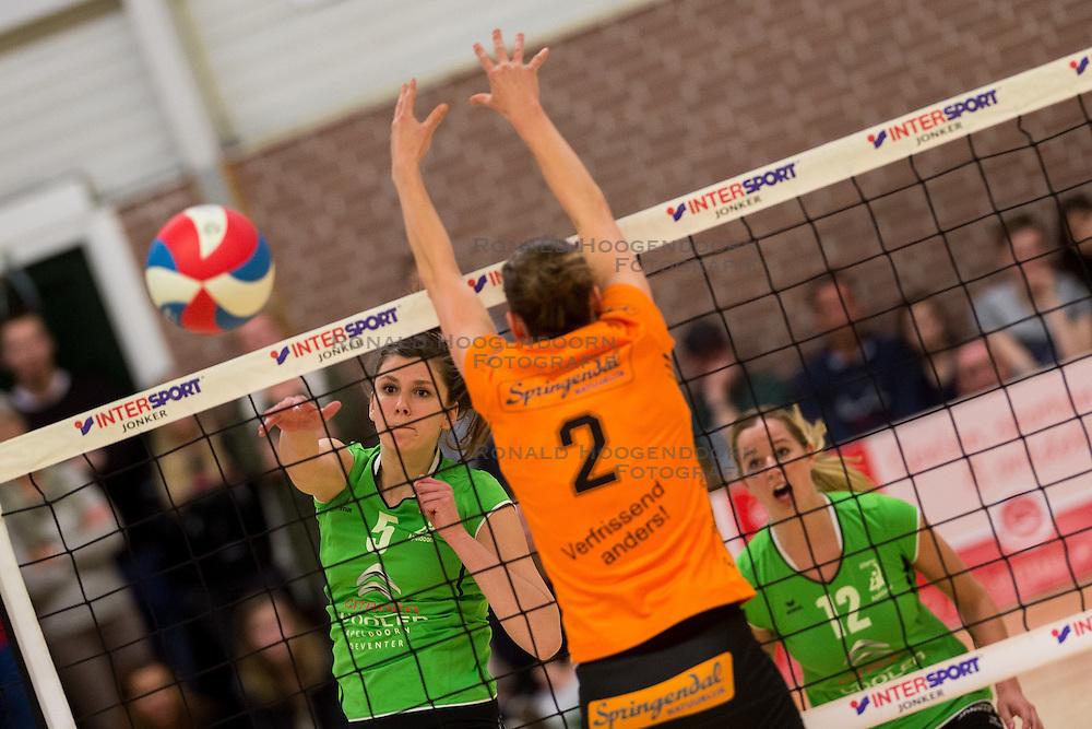 09-04-2016 NED: Coolen Alterno - Springendal Set Up 65, Apeldoorn<br /> Set Up wint met 3-2 en dat blijkt genoeg om zich te plaatsen voor de finale. / Juliet Lohuis #5 of Alterno