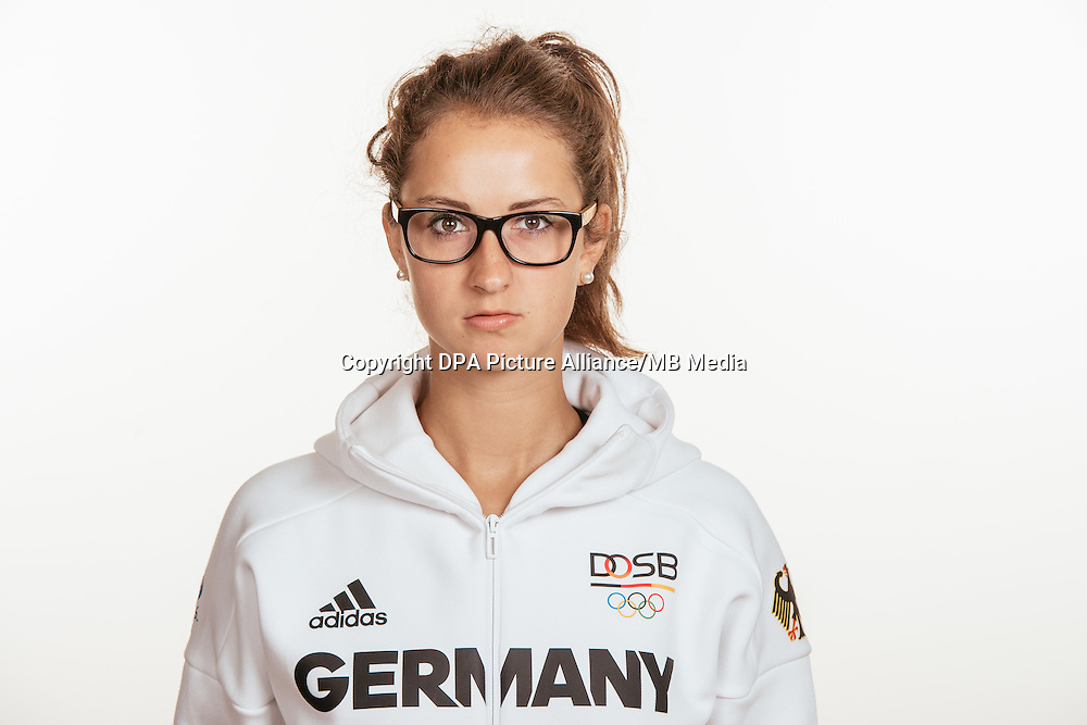 Sara DÃ_britz poses at a photocall during the preparations for the Olympic Games in Rio at the Emmich Cambrai Barracks in Hanover, Germany, taken on 15/07/16 | usage worldwide