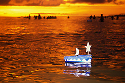 Montevideu, Uruguai. 02  de Fevereiro de 2001.Festa de Iemanja em Praia de Montevideu./Iemanja party at Montevideo beach.Adri Felden/ Ag. Argosfoto.www.argosfoto.com.br
