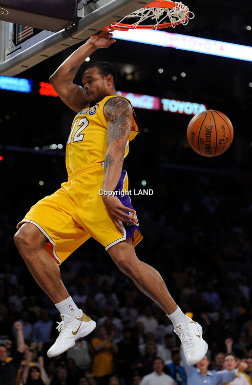 Shannon Brown throws down a nice dunk in the second half. The Lakers defeated the Boston Celtics in game 6 of the NBA Finals 89-67. Los Angeles, CA 06/15/2010 (John McCoy/Staff Photographer).