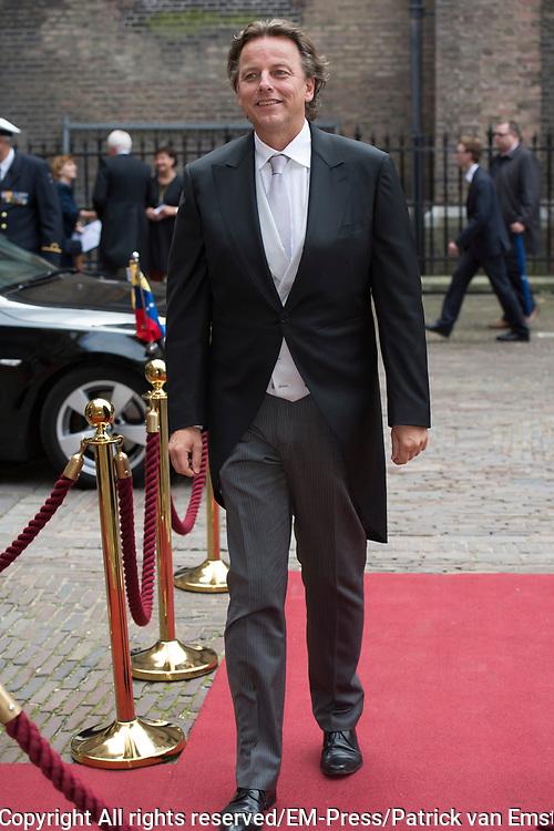 Prinsjesdag - Aankomst politici bij de Ridderzaal. Zoals ieder jaar ging Prinsjesdag ook dit keer weer gepaard met hoedjes in allerlei soorten en maten.<br /> <br /> Op de foto / On the photo: <br />  Bert Koenders