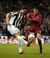 Fotball<br /> Champions League 2004/05<br /> Liverpool v Juventus<br /> 5. april 2005<br /> Foto: Digitalsport<br /> NORWAY ONLY<br /> Liverpool's Jamie Carragher (R) keeps the pressure on Juventus' Zlatan Ibrahimovic