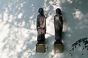 Skulpturen am Ernst-Barlach-Haus, Jenisch-Park, Othmarschen, Hamburg, Deutschland.|.sculptures on Ernst Barlach Haus, Jenisch-Park, Othmarschen, , Hamburg, Germany.