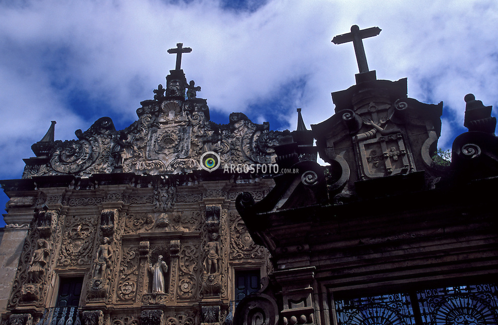 Salvador, Bahia, Brasil. 10/2003.Convento Sao Francisco e ordem terceira de Sao Francisco./ Sao Francisco Convent. The church, stylistically a mingling of Mannerism and Baroque, was built between 1708 and 1750. The gable is completely Baroque.Foto ©Marcos Issa/Argosfoto