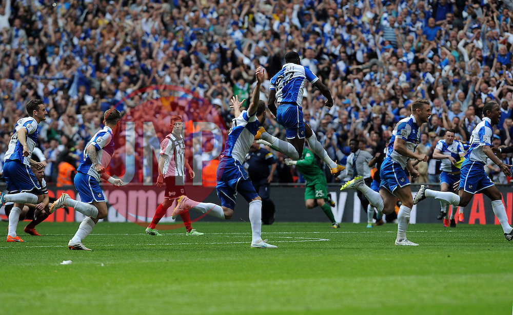 Bristol Rovers celebrate winning the penalty shoot out - Photo mandatory by-line: Neil Brookman/JMP - Mobile: 07966 386802 - 17/05/2015 - SPORT - football - London - Wembley Stadium - Bristol Rovers v Grimsby Town - Vanarama Conference Football
