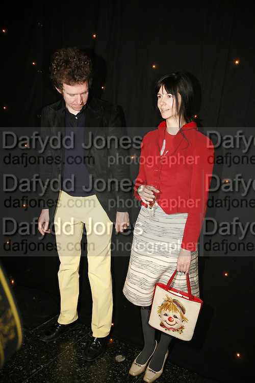 Martin Creed  and Gillian Wearing, Becks Futures art prize, Institute of Contemporary arts. London. 2 May 2006. ONE TIME USE ONLY - DO NOT ARCHIVE  © Copyright Photograph by Dafydd Jones 66 Stockwell Park Rd. London SW9 0DA Tel 020 7733 0108 www.dafjones.com