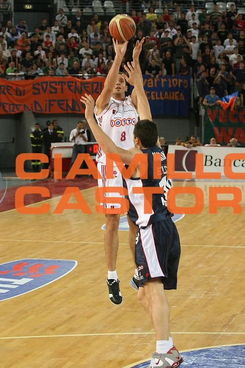 DESCRIZIONE : Roma Lega A1 2006-07 Playoff Quarti di Finale Gara 1 Lottomatica Virtus Roma Eldo Napoli<br />GIOCATORE : Tonolli<br />SQUADRA : Lottomatica Virtus Roma<br />EVENTO : Campionato Lega A1 2006-2007 Playoff Quarti di Finale Gara 1 <br />GARA : Lottomatica Virtus Roma Eldo Napoli<br />DATA : 16/05/2007 <br />CATEGORIA : Tiro<br />SPORT : Pallacanestro <br />AUTORE : Agenzia Ciamillo-Castoria/G.Ciamillo